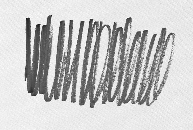 Czarny kształt tuszu na fakturze papieru akwarelowego