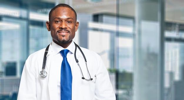 Czarny mężczyzna lekarz