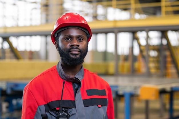 Czarny mężczyzna zawodowy inżynier