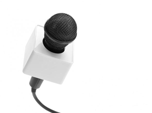 Czarny mikrofon na białym tle