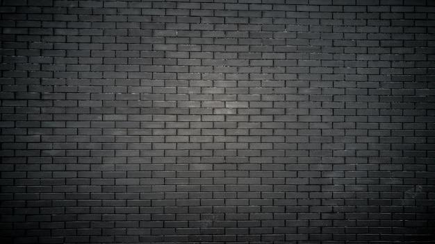 Czarny mur z cegły na starym budynku