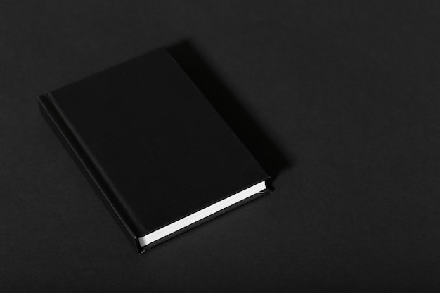 Czarny notatnik makiety z czystym puste dla