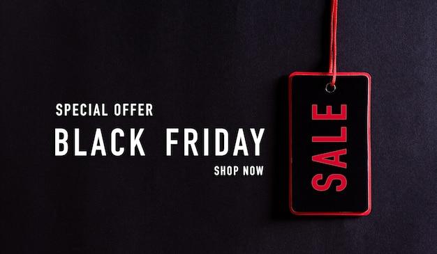 Czarny piątek sprzedaż tekst na czarnym tle