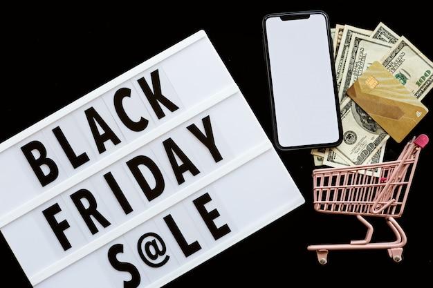 Czarny piątek sprzedaży mieszkanie kłaść na czarnym tle
