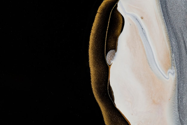 Czarny płynny marmur w tle ręcznie robiona farba akrylowa