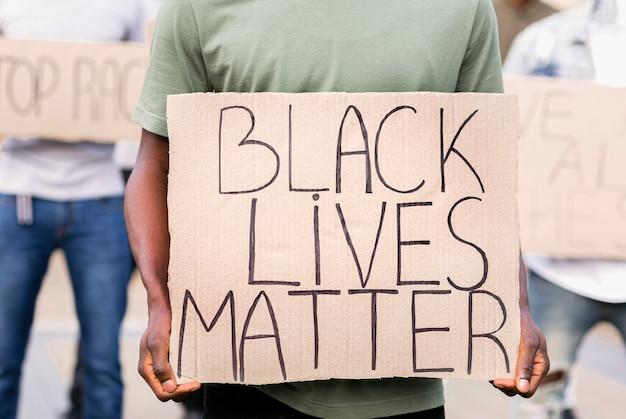 Czarny protest żywej materii