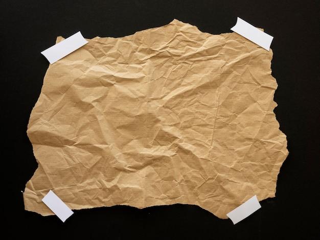 Czarny ruch materii pomarszczony papier