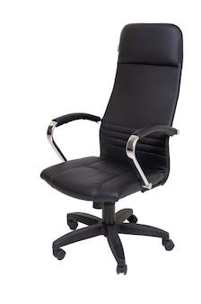 Czarny skórzany fotel na kołach na białym tle, widok z boku. nowoczesne meble, wnętrza, projektowanie domu