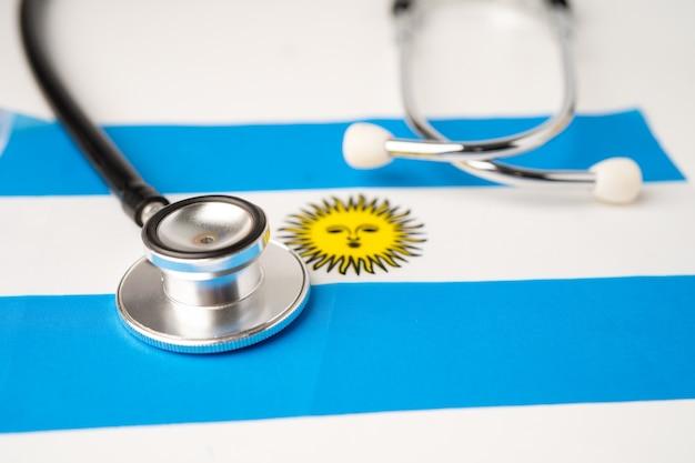 Czarny stetoskop na tle flagi argentyny