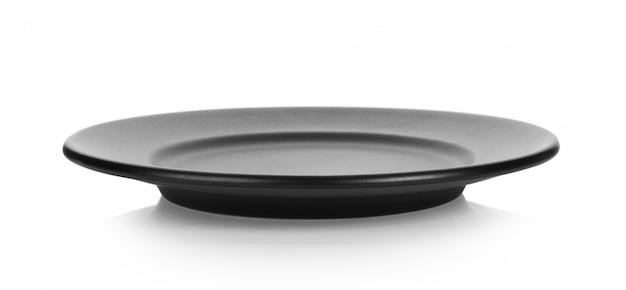 Czarny talerz na białej powierzchni