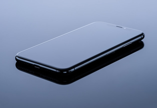 Czarny telefon komórkowy
