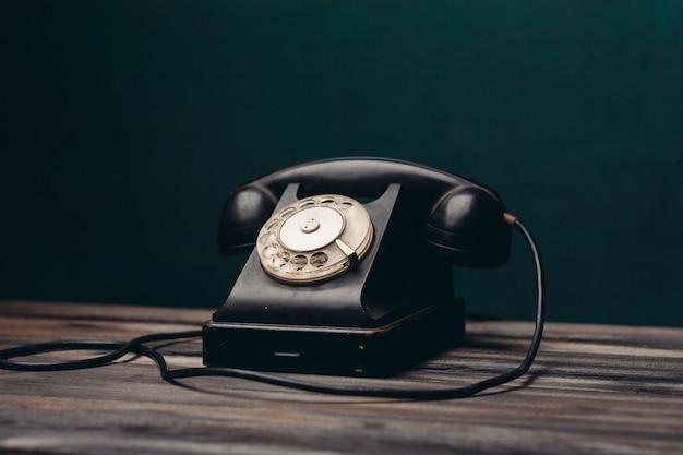 Czarny telefon retro technologii komunikacji biurowej, nostalgia