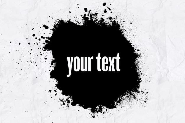 Czarny transparent na białej zmiętej kartce papieru. reklama. okrągły zmaza na białym tle. zdjęcie wysokiej jakości