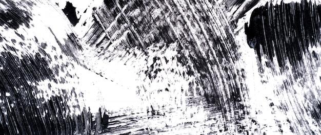 Czarny tusz do rzęs rozmazy na białym tle
