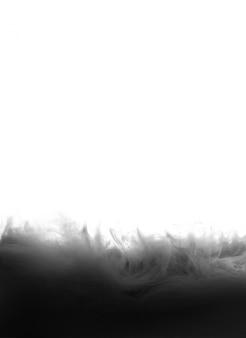 Czarny tusz na białej przestrzeni na białym tle.