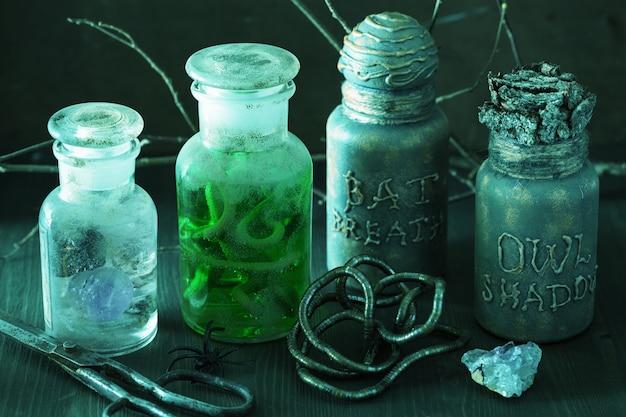 Czarownica aptekarz słoiki magiczne mikstury dekoracje halloween