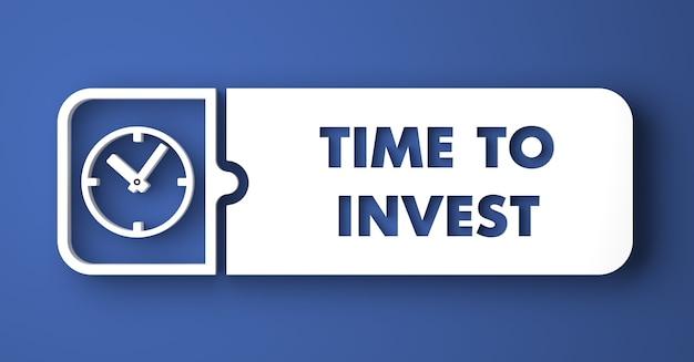 Czas na inwestycję. biały przycisk na niebieskim tle w stylu płaska konstrukcja.