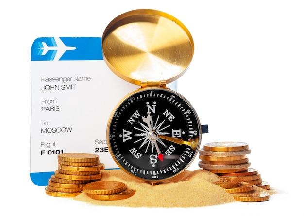 Czas na podróż. pomysł turystyka z biletem i kompasem odizolowywającymi. na temat lotów