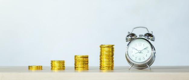 Czas, oszczędności, czas to pieniądz. czas na rozwój biznesu