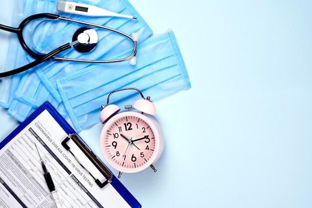 Czas pokonać koronawirusa. formularz testowy covid-19 i materiały medyczne
