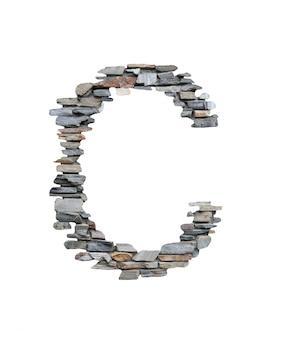 Czcionka c do tworzenia z kamiennej ściany na białym tle.