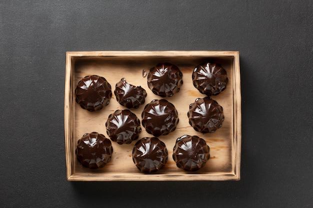 Czekolada boże narodzenie. ciastka w czekoladowych piankach