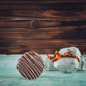 Czekoladowe ciastko miodowe w opakowaniu prezentowym - pao de mel
