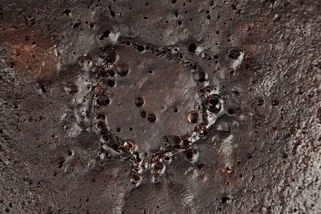 Czekoladowe ciasto brązowy powierzchni, tekstury, tła, widok z góry. domowe ciasto ze składnikiem kakaowym