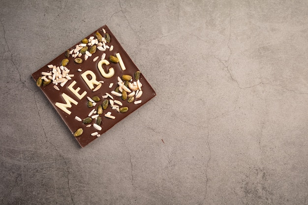 Czekoladowy kwadrat z białą czekoladą dziękuję