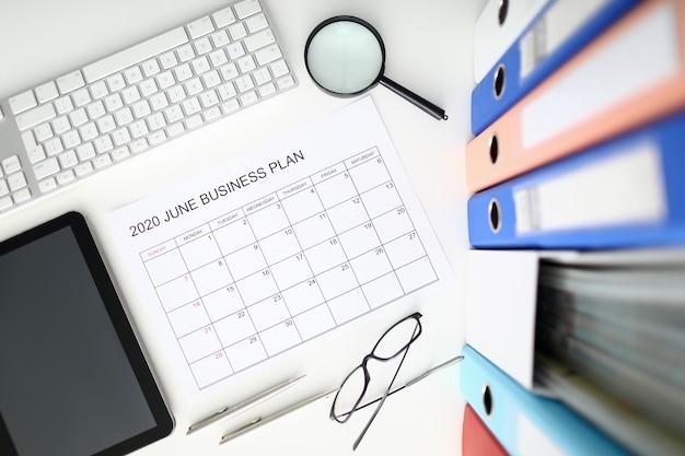 Czerwca miesiąca kalendarz biznesowy widok z góry tło