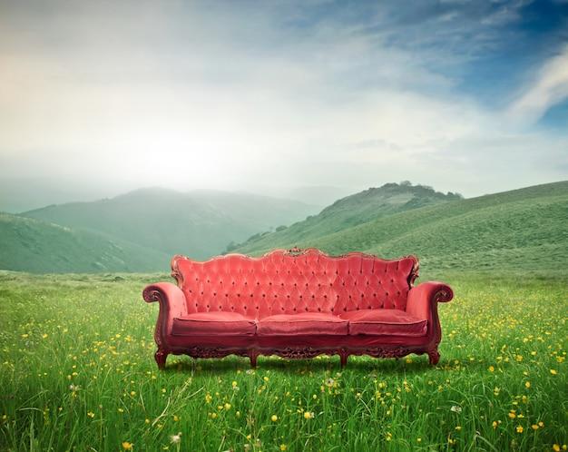 Czerwona elegancka sofa