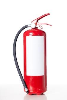 Czerwona gaśnica na białym tle