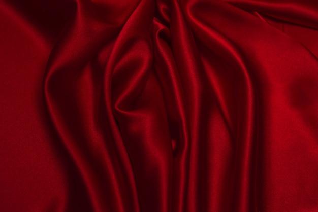 Czerwona jedwabna lub satynowa luksusowa tkanina