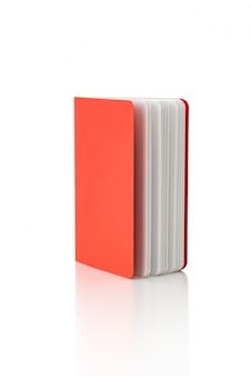 Czerwona książka lub notatnik na pojedyncze białym tle