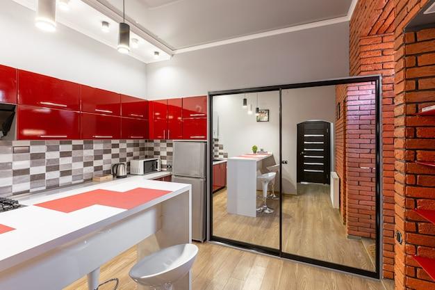 Czerwona kuchnia w nowoczesnym stylu