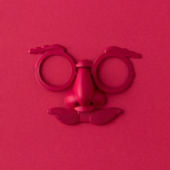 Czerwona maska parady i akcesoria