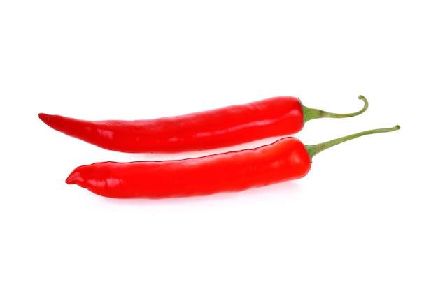 Czerwona papryka chili na białym tle