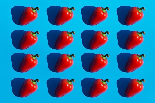 Czerwona papryka wzór z ciemnymi czarnymi głębokimi cieniami