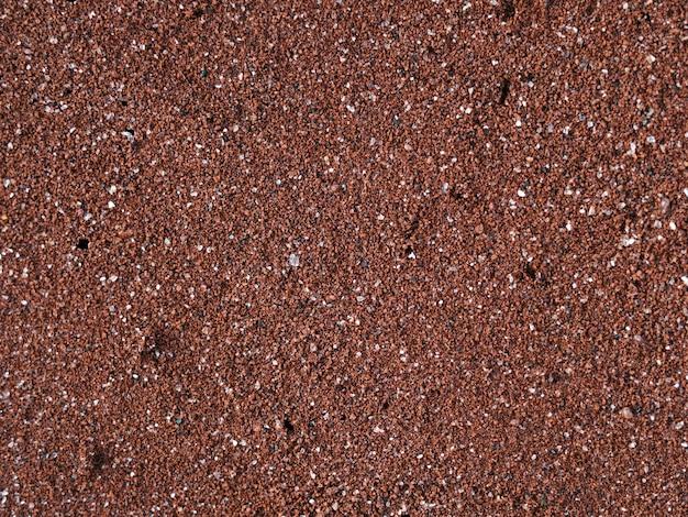 Czerwona piaszczysta plaża na wyspie rubina w parku narodowym galapagos, ekwador