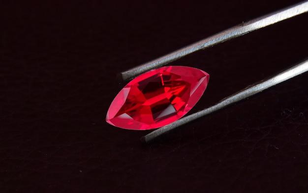 Czerwona rubinowa biżuteria