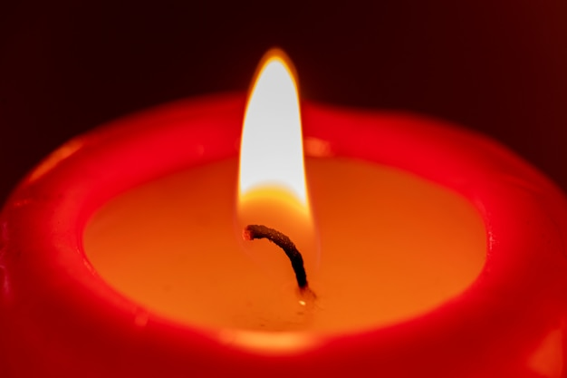 Czerwona świeca