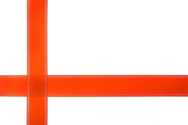 Czerwona wstążka kopia przestrzeń białe tło