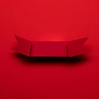 Czerwona wstążka na czerwonym tle koncepcja czarny piątek