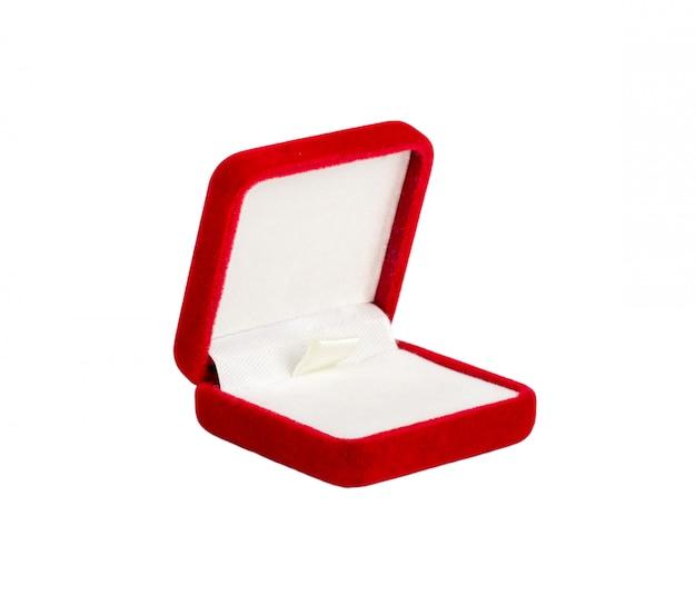 Czerwone aksamitne pudełko na pierścionek