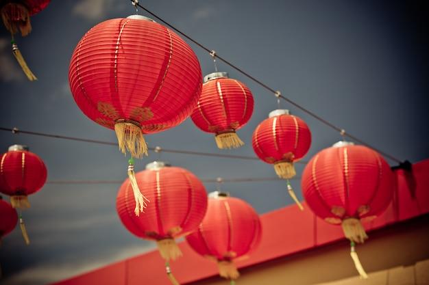 Czerwone chińskie papierowe lampiony