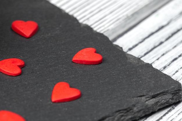 Czerwone cukierki w kształcie serca