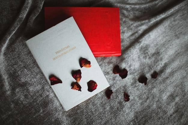Czerwone i białe pocztówki