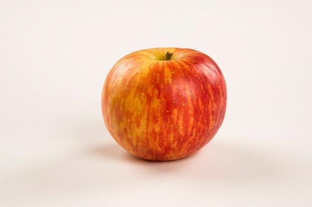Czerwone jabłka. świeże owoce