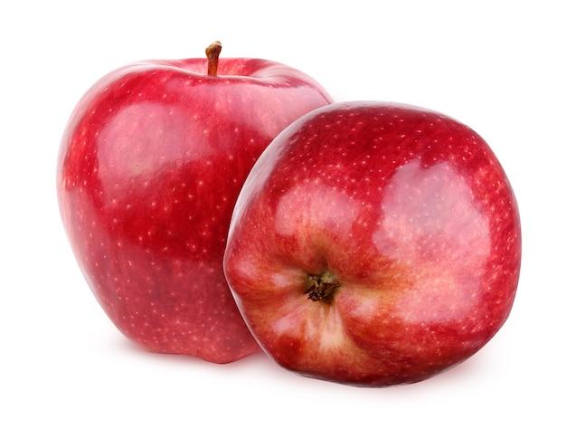 Czerwone jabłko błyszczące na białym tle na białym tle ze ścieżką przycinającą. dwa owoce.