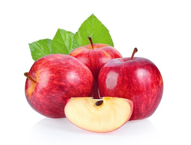 Czerwone jabłko na białej przestrzeni